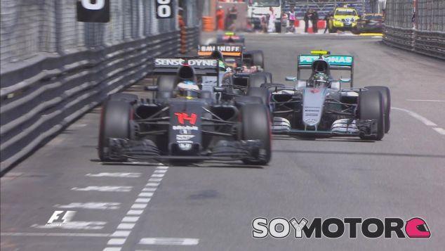Nico Rosberg, atascado detrás del McLaren de Fernando Alonso - LaF1