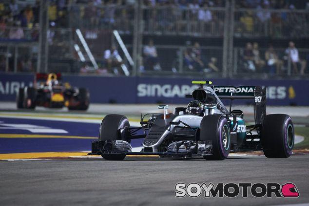 Rosberg venció a Ricciardo por menos de medio segundo en Singapur - LaF1