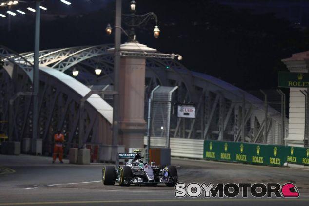 Primer día complicado de Rosberg en Marina Bay, solo pudo ser séptimo - LaF1