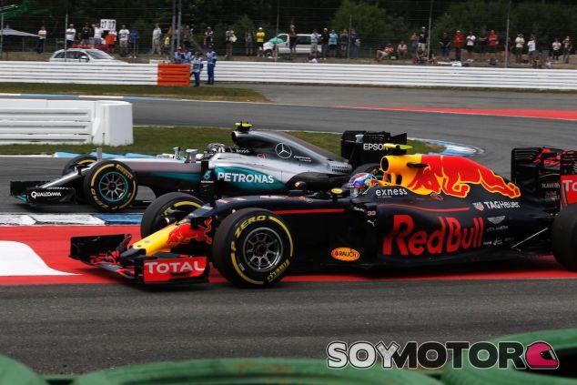 Nico Rosberg en paralelo con Max Verstappen en Hockenheim - LaF1