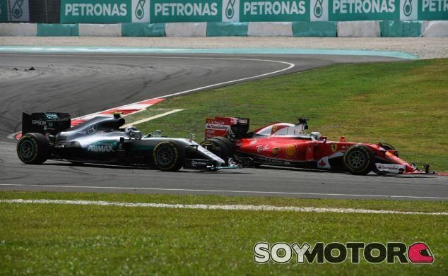 Rosberg y Vettel durante el GP de Malasia 2016 - SoyMotor