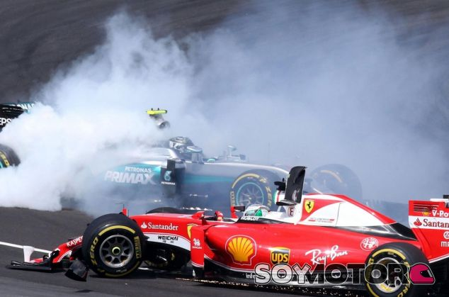 Momentos posteriores al toque entre Sebastian Vettel y Nico Rosberg en Malasia - LaF1