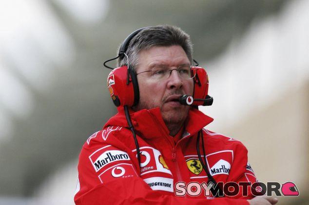 Ross Brawn con los colores de Ferrari - LaF1