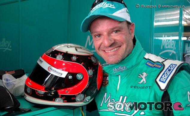 Rubens Barrichello vestido para la Stock Car 2013 con Medley - LaF1