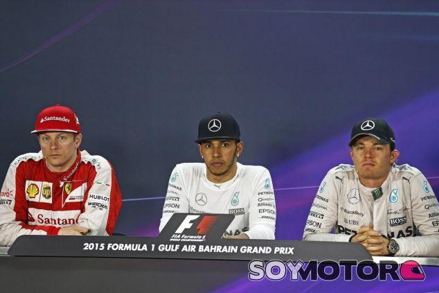 Kimi Räikkönen, Lewis Hamilton y Nico Rosberg en la rueda de prensa de la FIA - LaF1