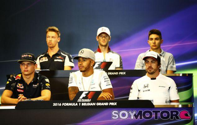 Los integrantes de la primera rueda de prensa de la FIA - LaF1