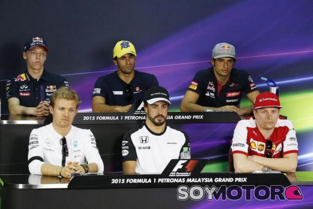 Alonso, Rosberg, Räikkönen, Sainz, Nasr y Kvyat, en la rueda de prensa de la FIA en Sepang - LaF1