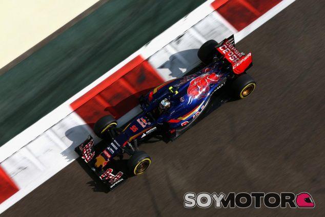 Mal primer día para Sainz en el circuito de Yas Marina - LaF1