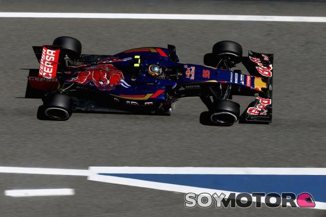 Carlos Sainz con el STR10 en Barcelona - LaF1