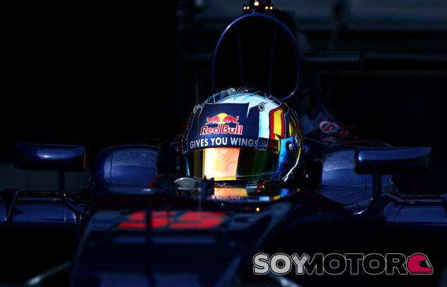 Carlos Sainz en los primeros test de Barcelona - LaF1
