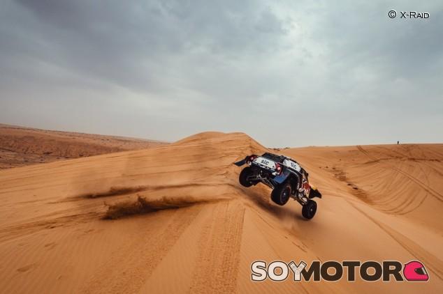 Dakar 2021, Etapa 8: Sainz y Al-Attiyah 'calcan' el ritmo con Peterhansel al acecho - SoyMotor.com