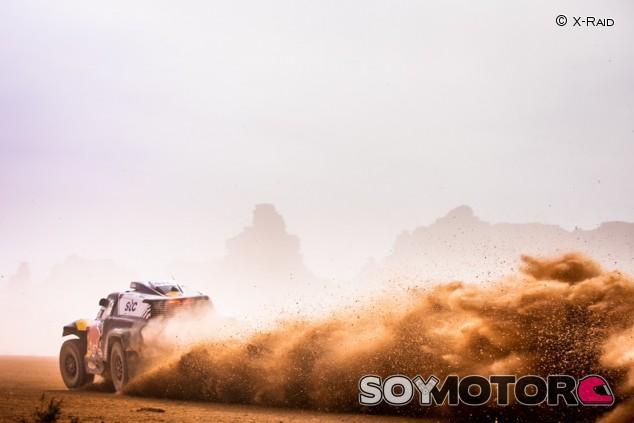 """Sainz, sobre la Etapa 11: """"Dos pinchazos y navegación complicada"""" - SoyMotor.com"""