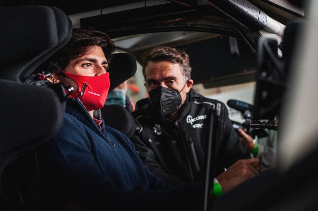 Vídeo: Sainz Jr. también se animó a probar el coche de Extreme E - SoyMotor.com