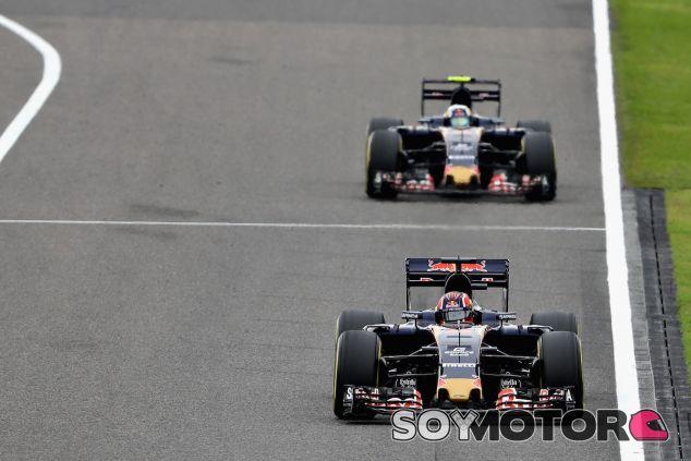 Daniil Kvyat y Carlos Sainz en Suzuka - LaF1