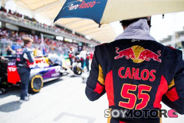 Carlos Sainz, en la parrilla de Sepang - LaF1