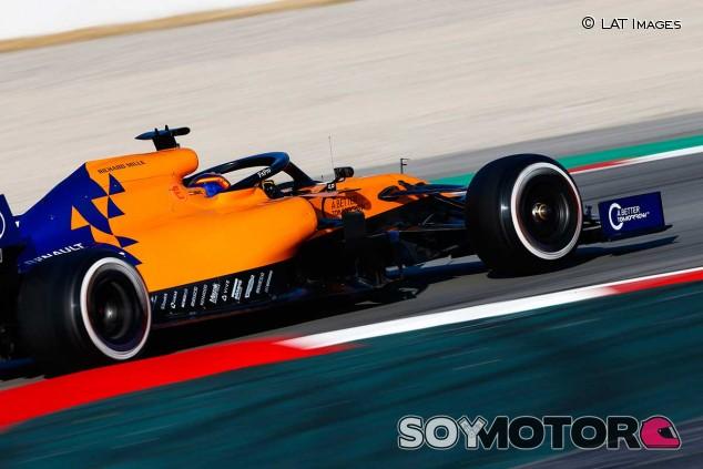 Carlos Sainz en el primer día de la pretemporada - SoyMotor