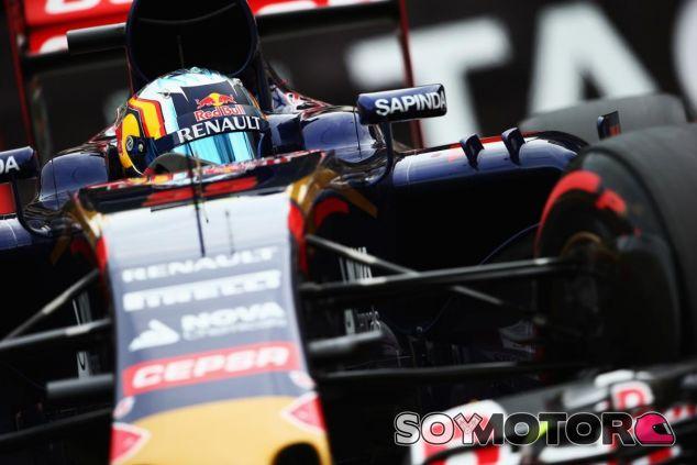 Carlos Sainz por las calles de Mónaco con el Toro Rosso - LaF1