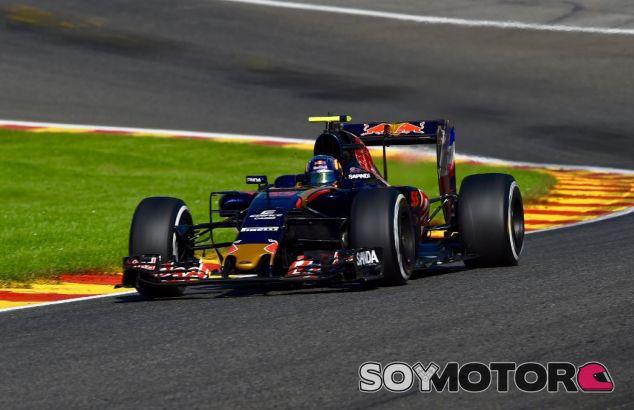 Carlos Sainz en Eau Rouge - SoyMotor
