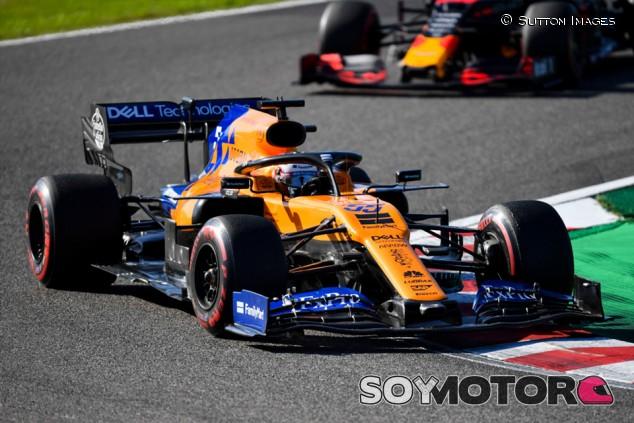 """Sainz celebra su quinto en Japón: """"Albon no nos pudo adelantar"""" - SoyMotor.com"""