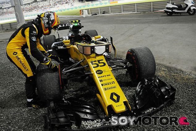 Carlos Sainz tras su abandono en Abu Dabi - SoyMotor.com