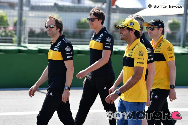 Carlos Sainz reconoce con su equipo Hockenheim - SoyMotor.com