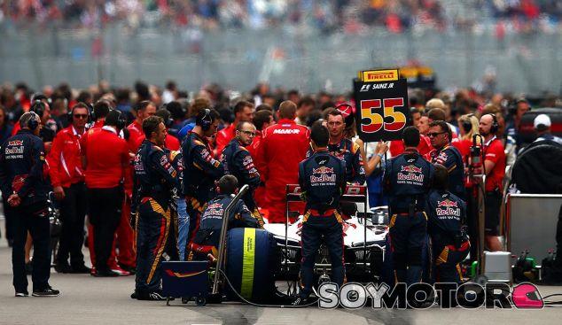 Carlos Sainz en la parrilla de Rusia - LaF1