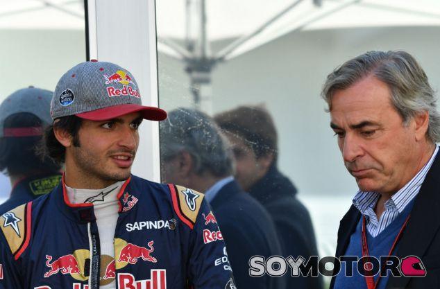 Sainz padre e hijo durante un Gran Premio en 2016 - SoyMotor