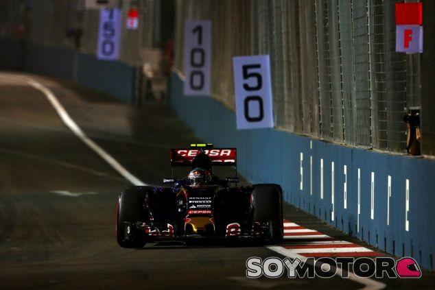 Carlos Sainz con el Toro Rosso durante los entrenamientos en Singapur - LaF1