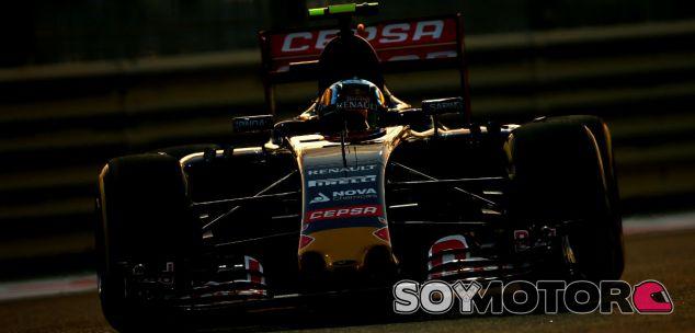 Carlos Sainz en el anocecher de Abu Dabi - LaF1