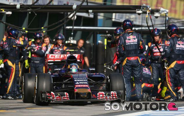 El pit-stop de Carlos Sainz ha durado 32 segundos más que el de Verstappen - LaF1
