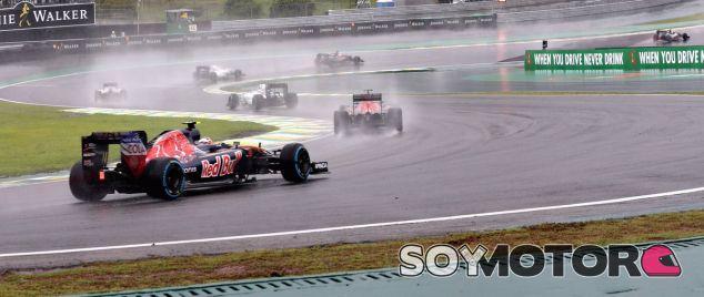 Sainz, durante la carrera en el GP de Brasil - LaF1