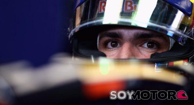 Sainz, subido a su Toro Rosso durante el GP de Brasil - LaF1