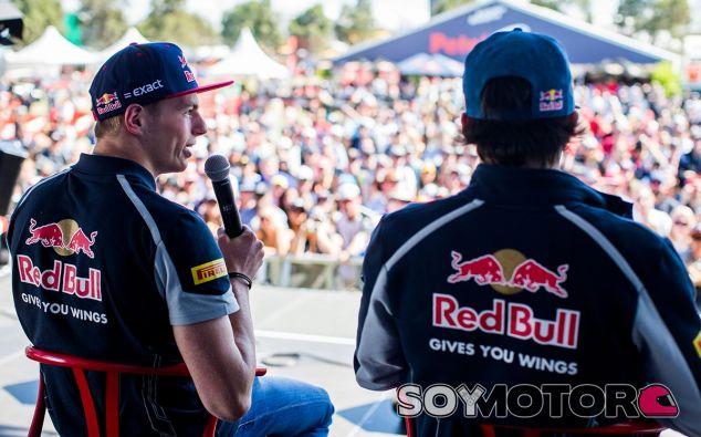 Max Verstappen y Carlos Sainz en el pasado Gran Premio de Australia - LaF1