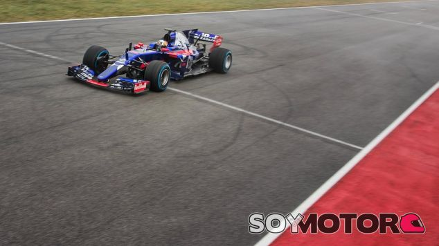 Carlos Sainz con el nuevo STR12 - SoyMotor.com