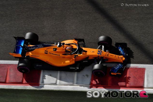 Carlos Sainz, con el McLaren MCL33 en Abu Dabi - SoyMotor.com