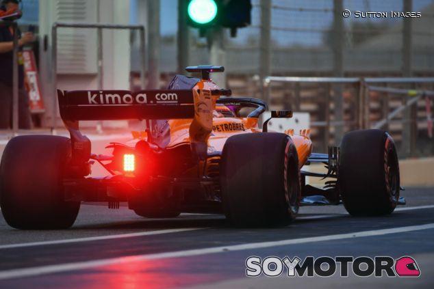 Carlos Sainz, a bordo del MCL33 – SoyMotor.com