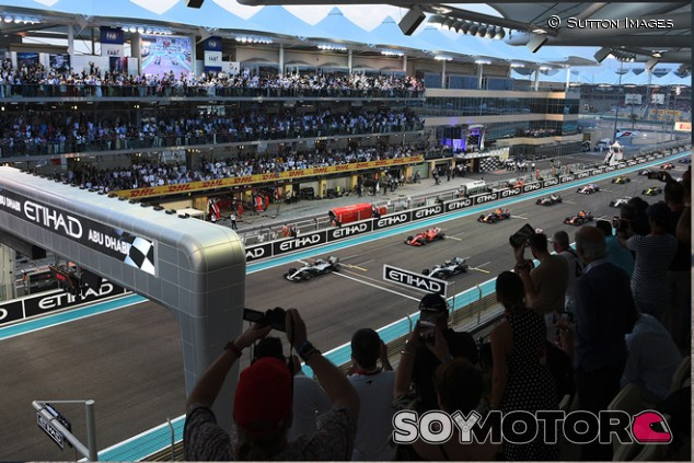Salida del GP de Abu Dabi - SoyMotor.com