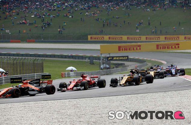 Fernando Alonso y Sebastian Vettel en Sepang - SoyMotor.com