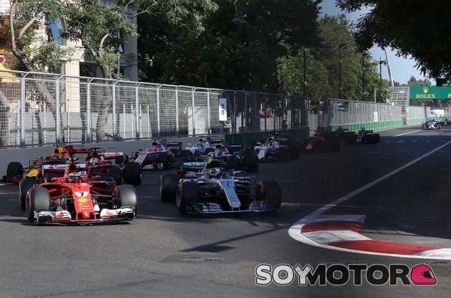 Salida de la carrera del GP de Azerbaiyán 2017 - SoyMotor.com