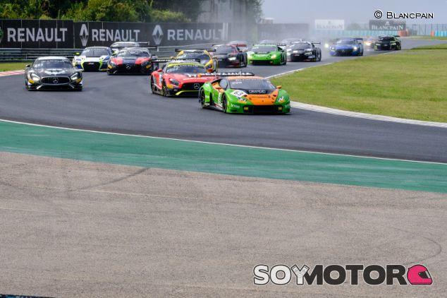 Lamborghini gana la primera carrera en Hungría; Riberas ve diluirse sus opciones al título de las Blancpains - SoyMotor.com