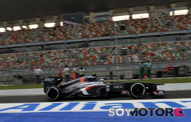 Esteban Gutiérrez en el Pit Lane de la India - LaF1