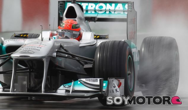 El personal de ambulancias que trasladó a Schumacher, ¿fotografió su historial médico?