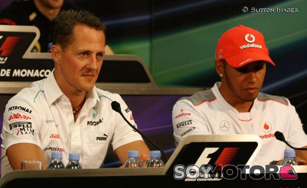 Michael Schumacher (izq.) y Lewis Hamilton (der.) – SoyMotor.com