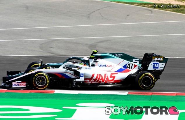 Primer destello de Schumacher en F1: Un minuto a Mazepin y delante de un Williams - SoyMotor.com