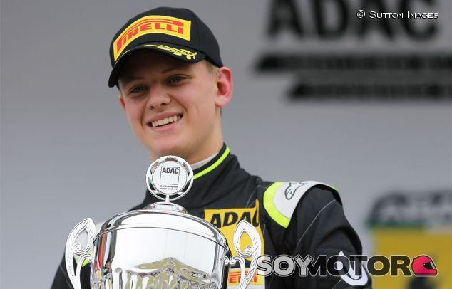 Mick Schumacher seguirá formándose en la F4 - LaF1