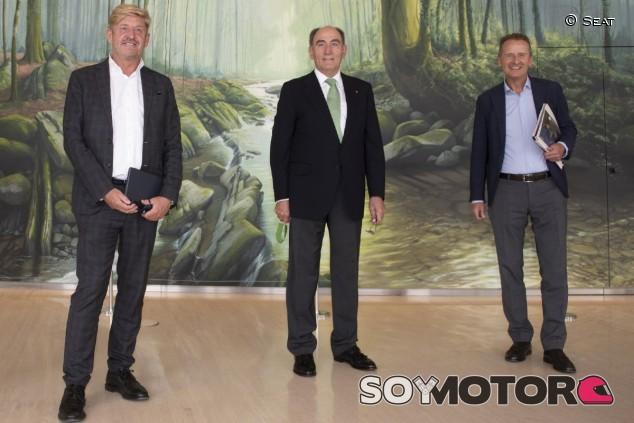 Seat, Grupo VW e Iberdrola: unión para potenciar la energía renovable y la infraestructura de recarga - SoyMotor.com