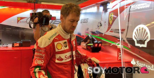 Vettel en el box de Ferrari durante el GP de Estados Unidos