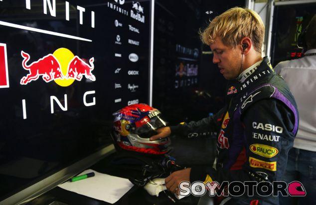 Sebastian Vettel en el box de Red Bull - LaF1