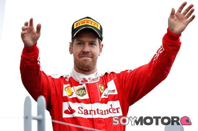 Sebastian Vettel en el podio - LaF1