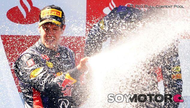 Sebastian Vettel celebra su victoria en Nürburgring - LaF1